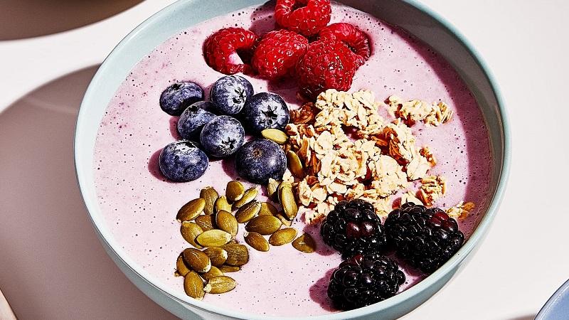 Завтракайте с удовольствием: 10 вкуснейших рецептов смузи-боулов