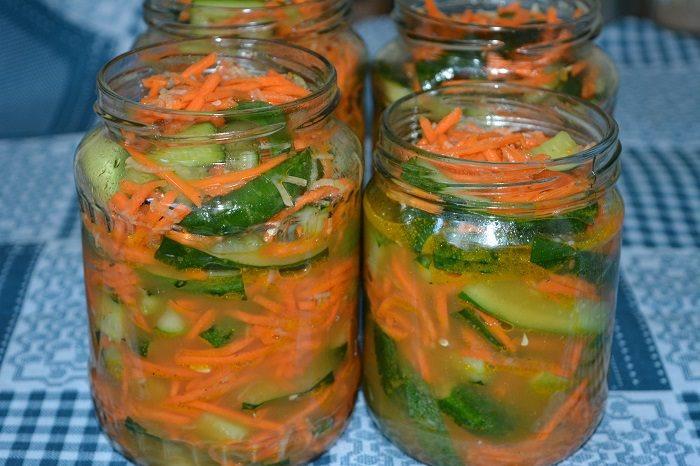 Как заготовить вкуснейшие маринованные огурцы с морковкой на зиму: 5 рецептов