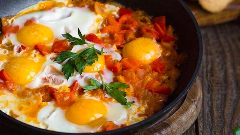 Израильская яичница шакшука: пошаговые рецепты