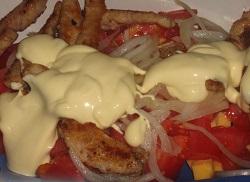"""Изумительный салат """"Французский поцелуй"""" с мясом, овощами и сыром"""