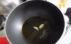 Рецепт идеального блюда для завтрака - яичница скрэмбл с овощами