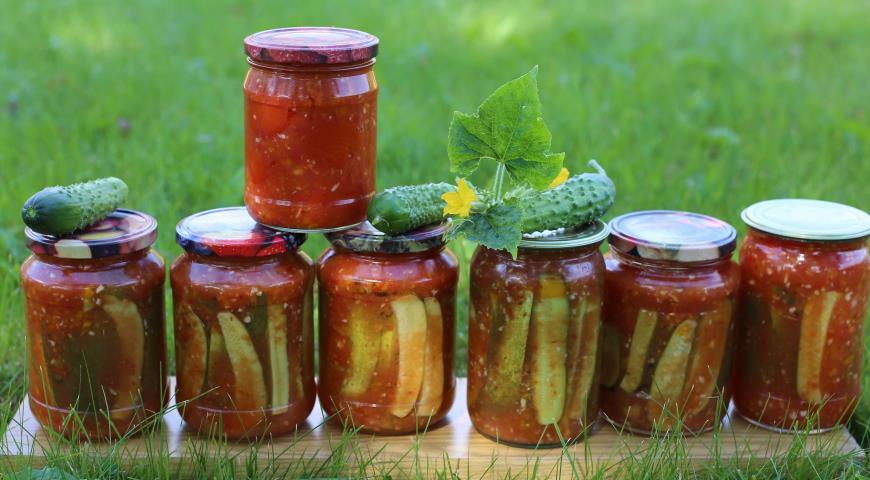 6 лучших  рецептов засолки огурцов в томатном соусе на зиму