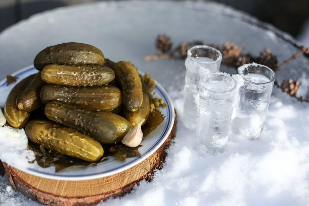Как солить огурцы на зиму в банках вкусно и быстро: 8 лучших рецептов