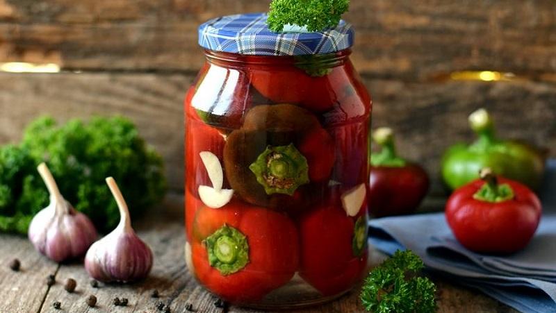 Узнайте, как солить болгарский перец на зиму целиком и кусочками, и приготовьте вкуснейшие домашние закуски