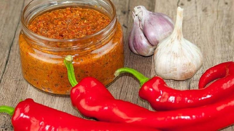 Острые закуски к вашему столу: как засолить горький перец на зиму без стерилизации