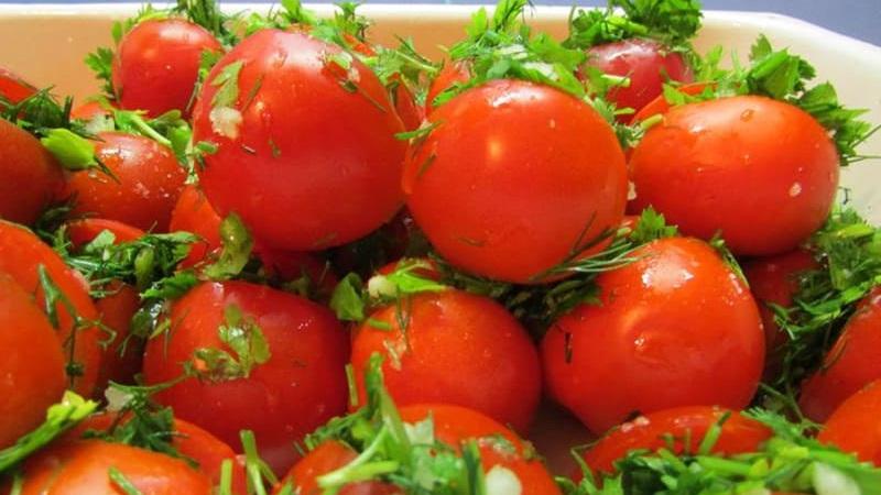 Вкусный рецепт: малосольные помидоры быстрого приготовления