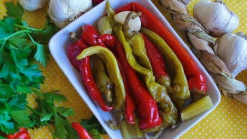 Вкусные рецепты заготовок: маринованный горький перец на зиму с маслом