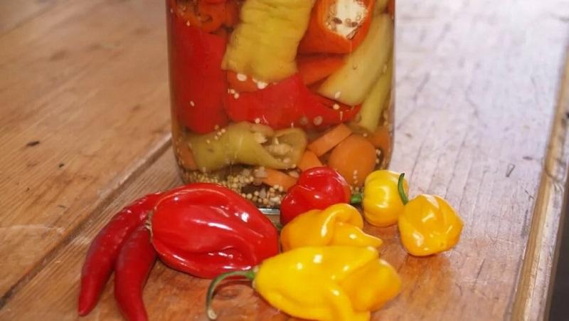 Попробуйте приготовить маринованный перец острый и оцените вкусную закуску