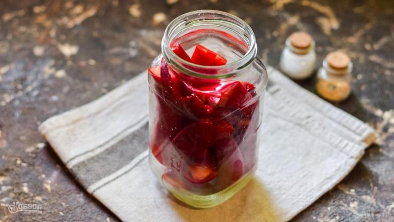 Приготовьте острый перец маринованный в уксусе, который станет отличным дополнением к различным блюдам