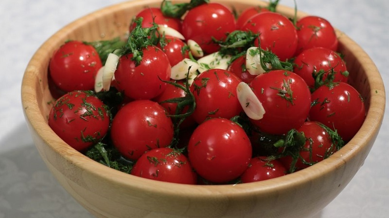 Вкусная закуска к вашему столу: помидоры консервированные черри