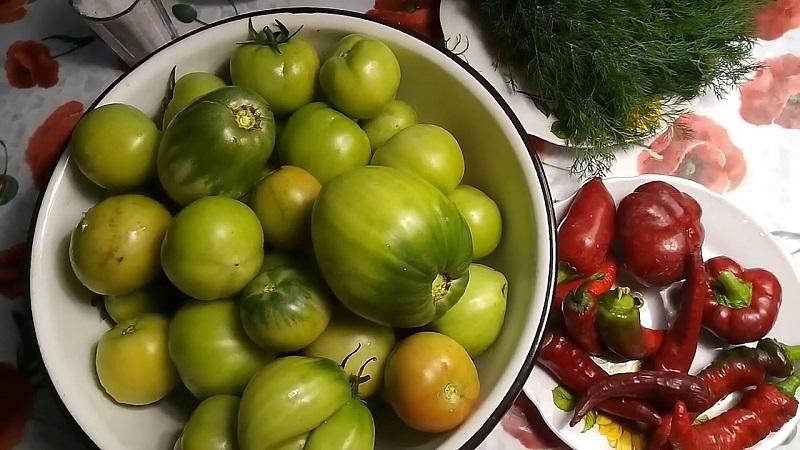 Вкусные заготовки на зиму: засолка зеленых помидоров в ведре холодным способом