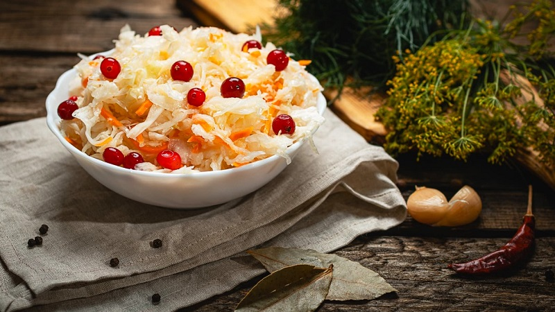 Польза в каждой банке: капуста квашеная с медом - рецепт приготовления вкусной заготовки