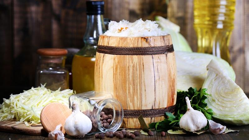 Сколько квасится капуста при комнатной температуре и как определить готовность продукта