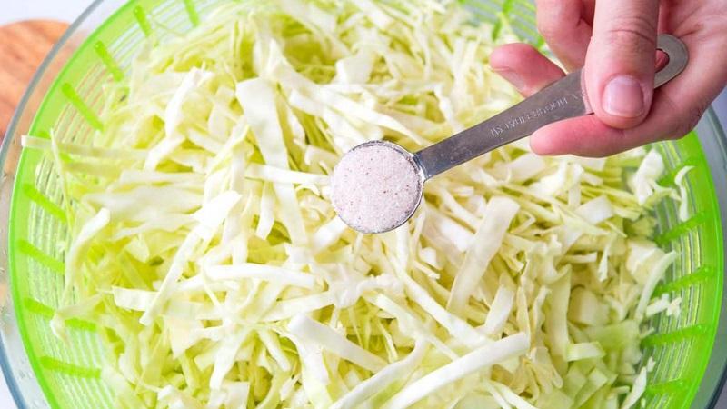 Советы хозяйкам: если квашеная капуста пересолена - что делать, чтобы спасти продукт