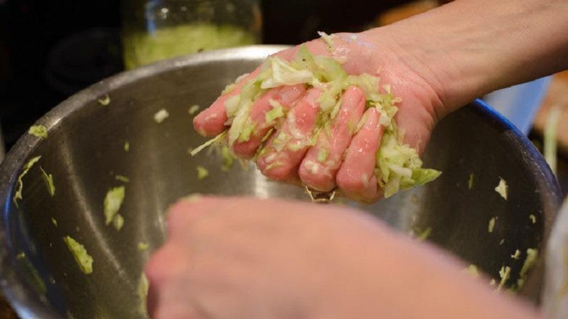 Советы хозяйкам: можно ли замораживать квашеную капусту, как хранить и использовать продукт