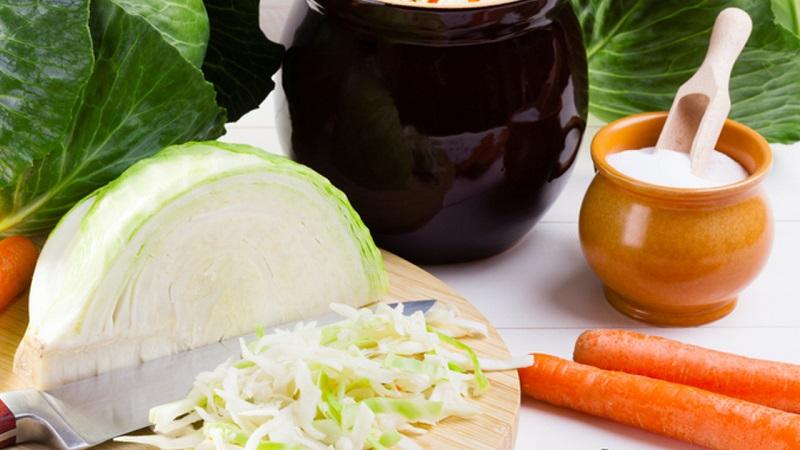 Советы хозяйкам: сколько нужно соли на 1 кг капусты для квашения, а также количество других ингредиентов