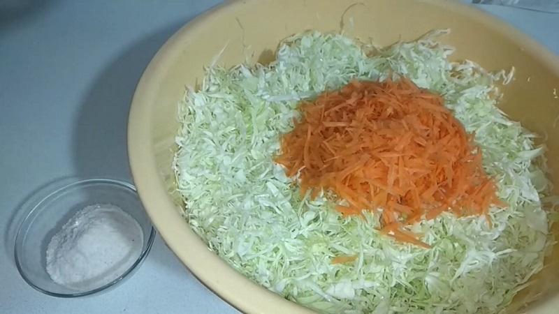 Хозяйкам на заметку: чем отличается квашеная капуста от соленой и маринованной