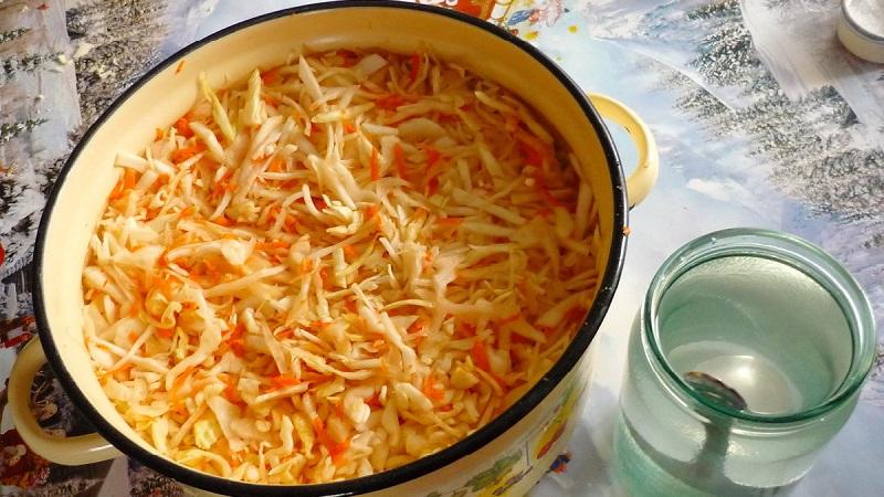 Проверенные рецепты, как правильно солить капусту на зиму в кастрюле