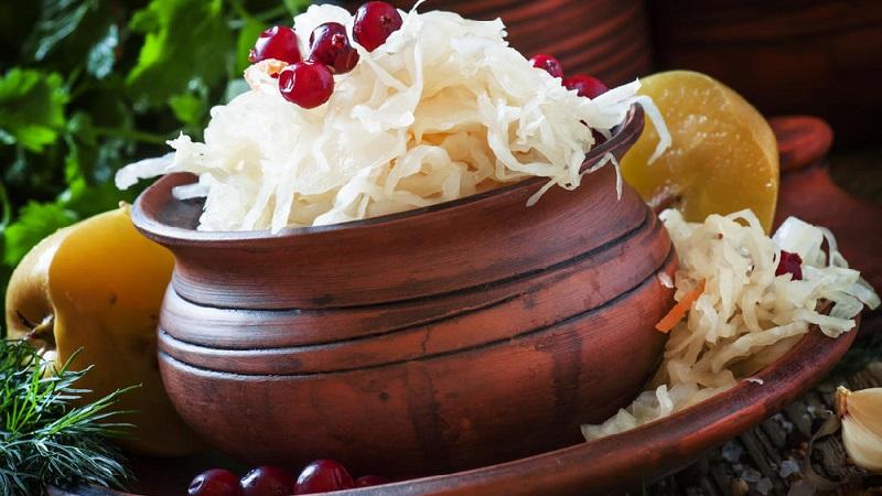 Вкусные и простые рецепты, как солить капусту на зиму в бочке