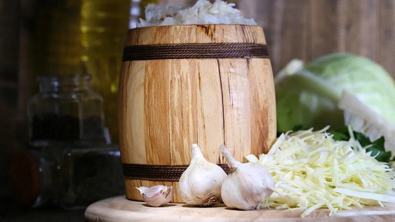 Советы хозяйкам: в какой посуде лучше солить капусту