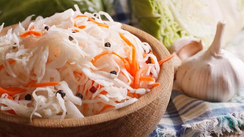 Лучшие рецепты вкусных заготовок: засолка капусты с чесноком