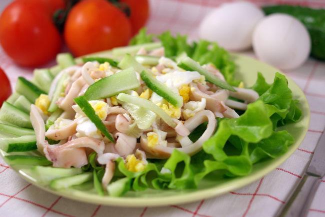 10 самых оригинальных и вкусных салатов с кальмарами на Новый год 2021