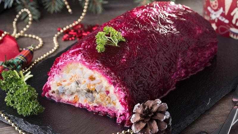 Традиционная селедка под шубой: рецепт на Новый год 2021
