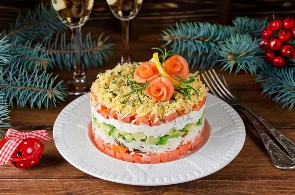 Топ-7 лучших рецептов салатов с семгой на новый год 2021