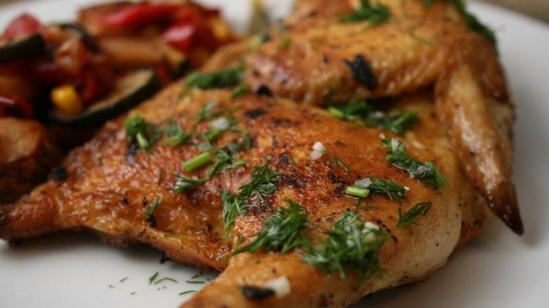 Составляем новогоднее меню: цыпленок табака - рецепт правильного приготовления популярного блюда грузинской кухни