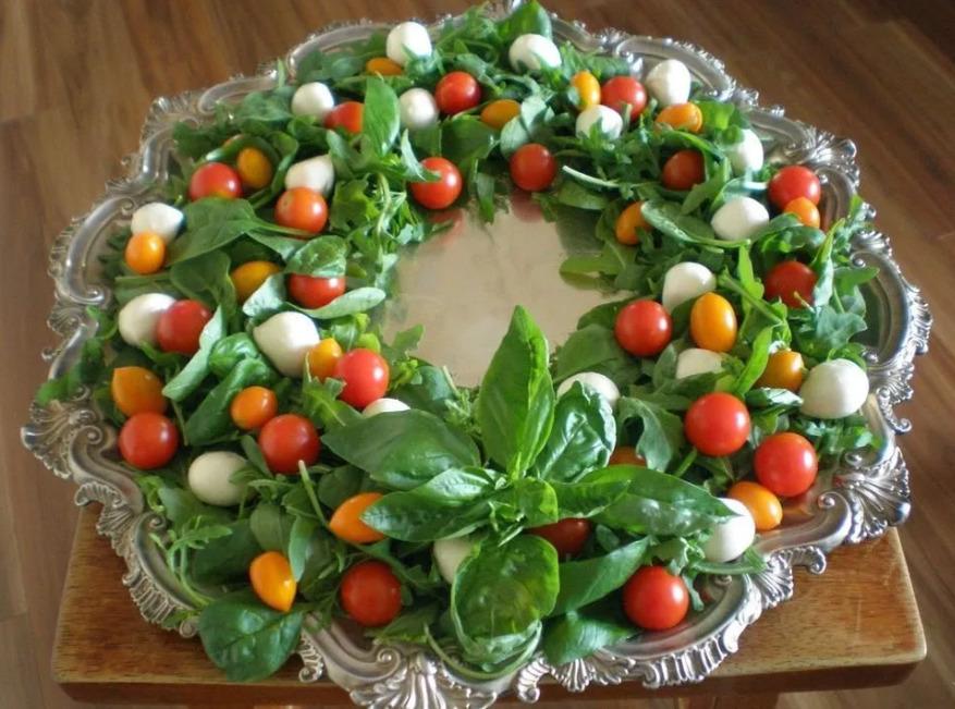 Самые вкусные и красивые рецепты салатов для новогоднего стола 2021