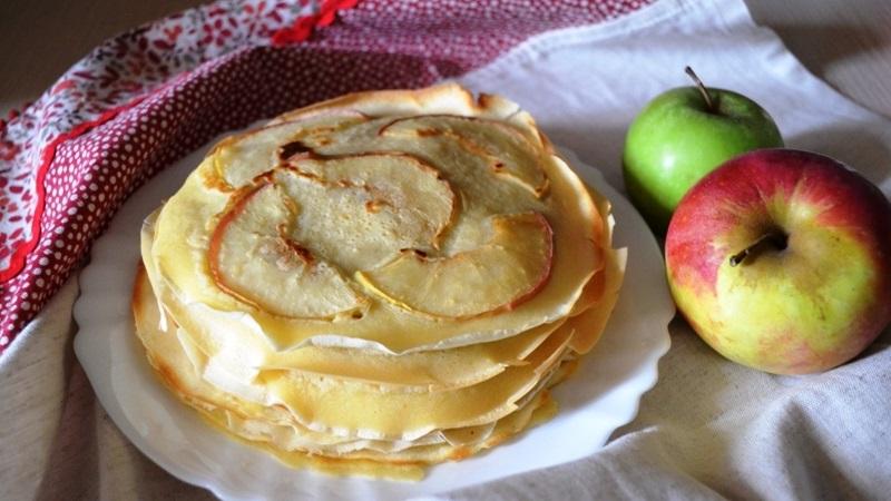 Готовим блинчики с яблоками по лучшим рецептам на Масленицу
