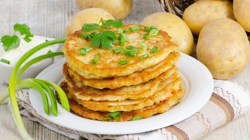 Вкусные и сытные картофельные блины: рецепты приготовления разными способами
