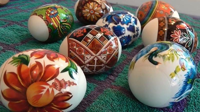 Чем и как красить яйца на пасху 2021 без химии, без красителей и другими способами