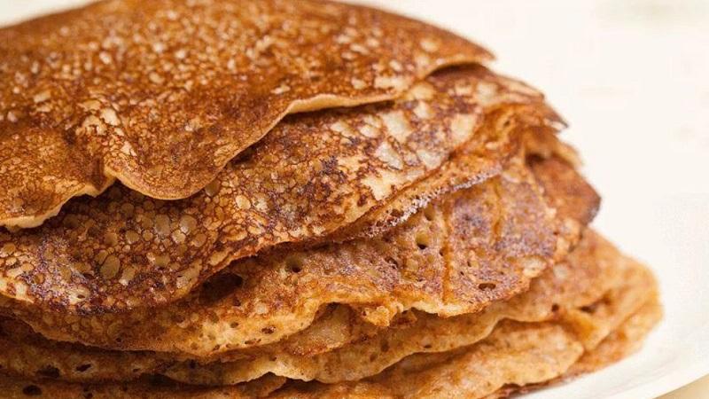 Узнайте, как приготовить толстые блины на дрожжах и угостите близких вкуснейшей выпечкой